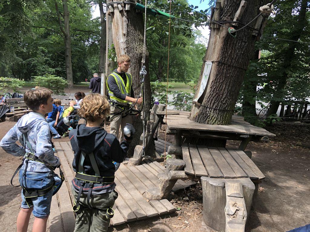 kletterpark mit kind unterwegs klettern wald garten berlin