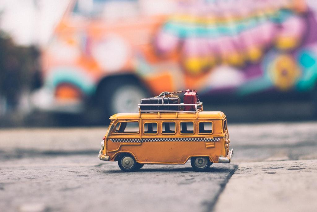 individualreise reise mit kindern selbst planen transfer zum hotel unterkunft taxi vom flughafen alleinerziehend reisen unterwegs